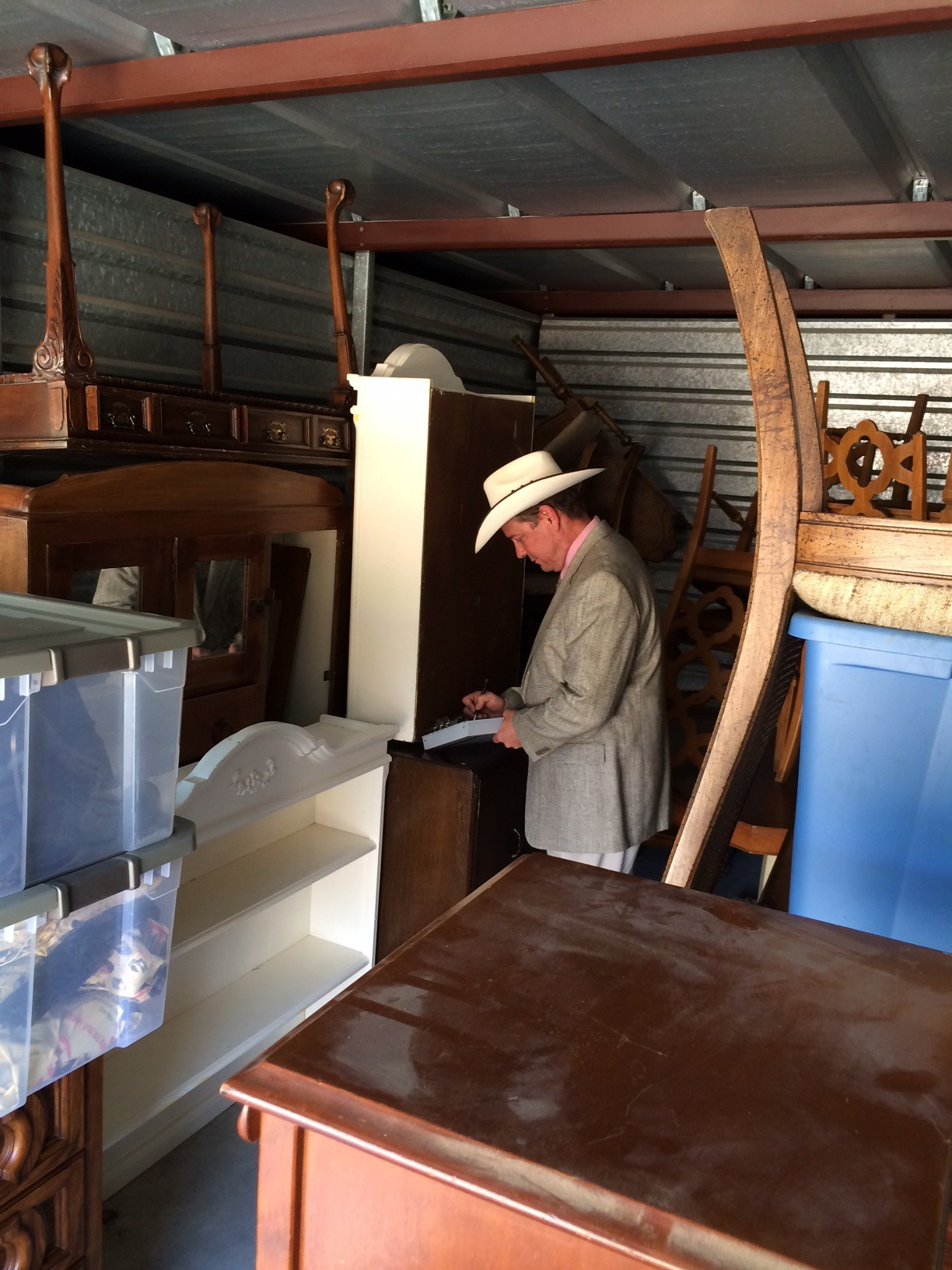 Beau Parker County Sheriffu0027s Sgt. Randy Branum Inventories One Of Three Storage  Units Filled With Stolen Antique Furniture.